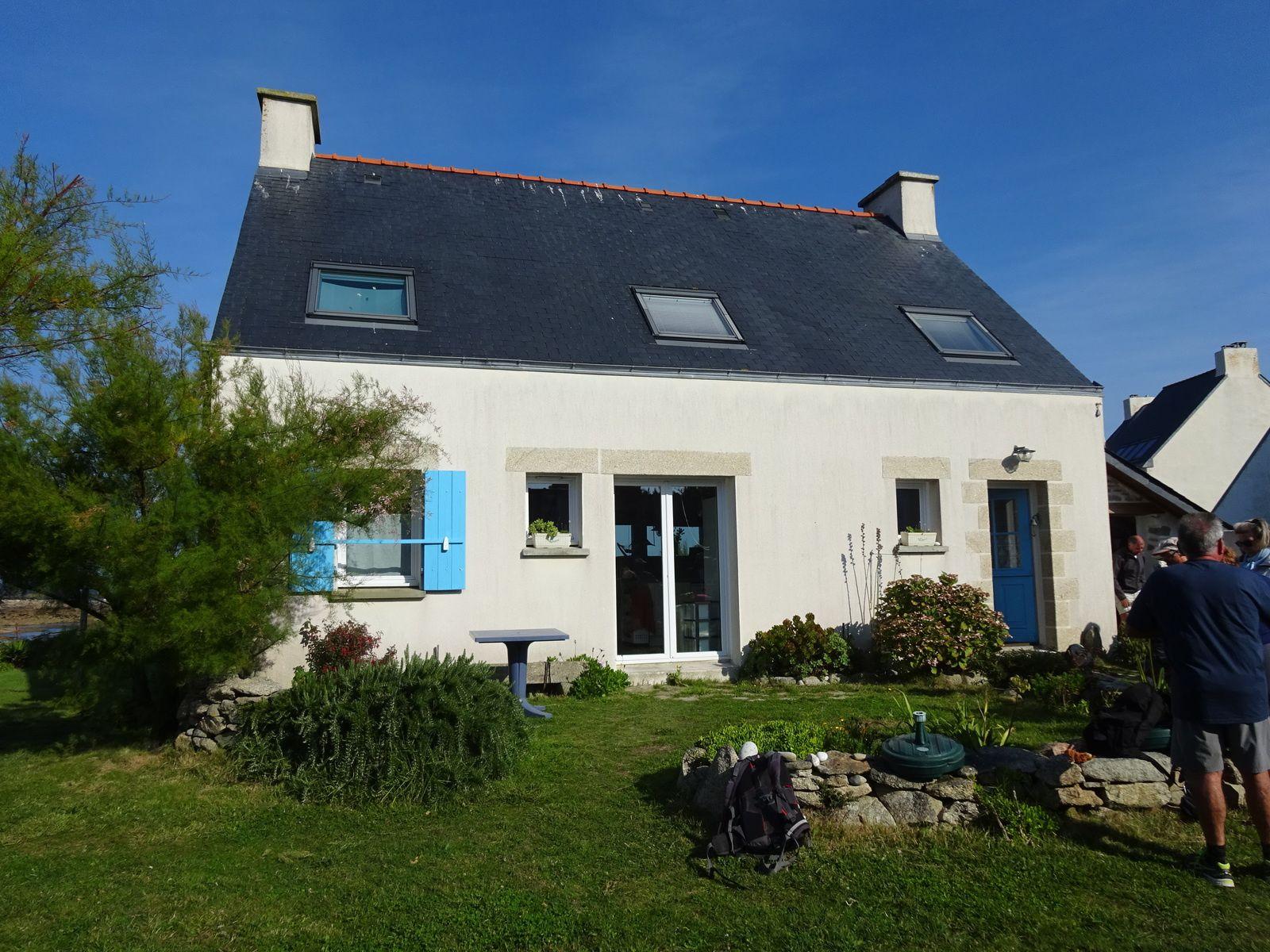 La jolie maison de Michel et de Christiane. Juste derrière il y a la mer !!!