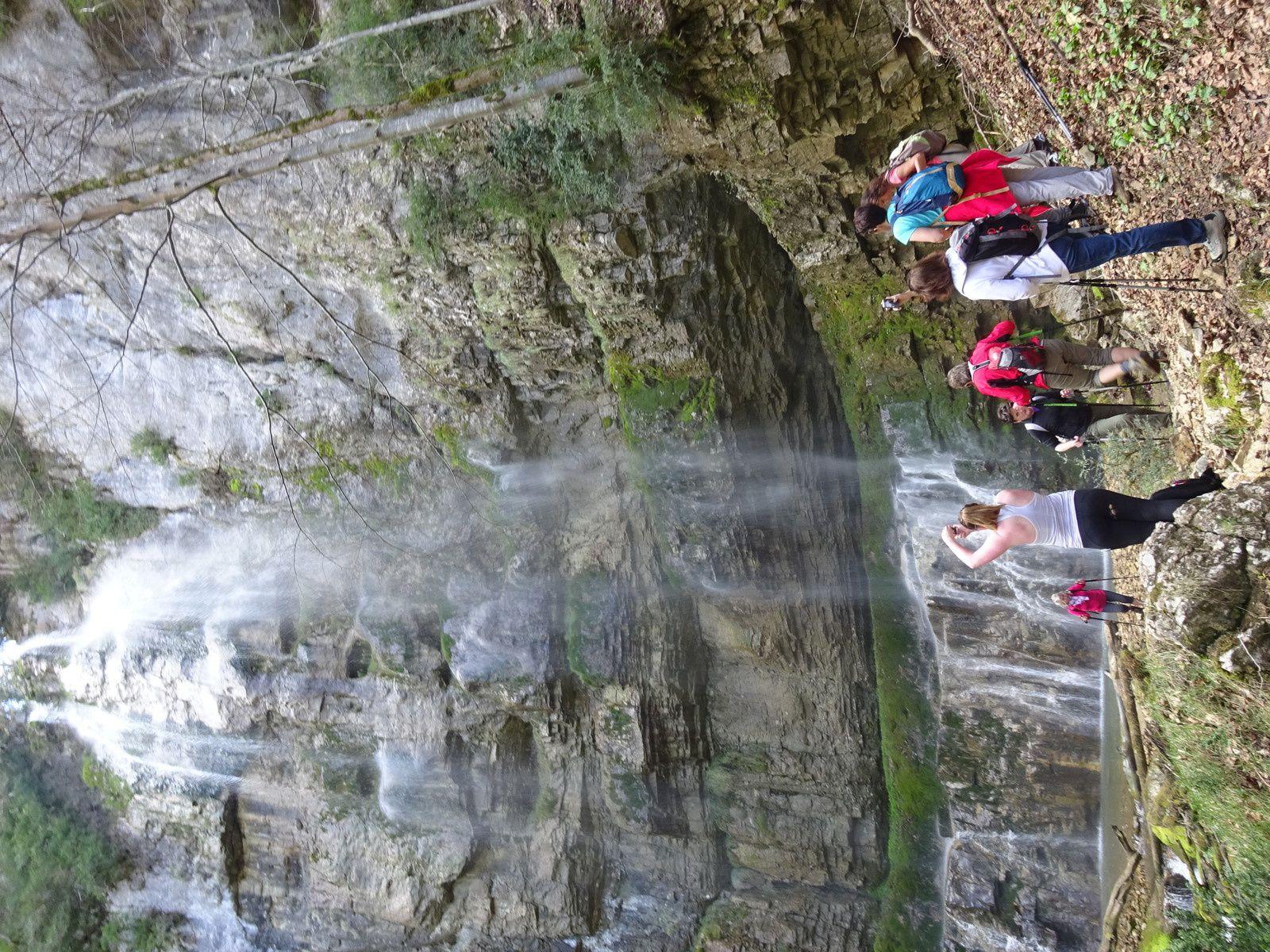 Arrivée à la splendide cascade de la Gerlette située dans un cirque.