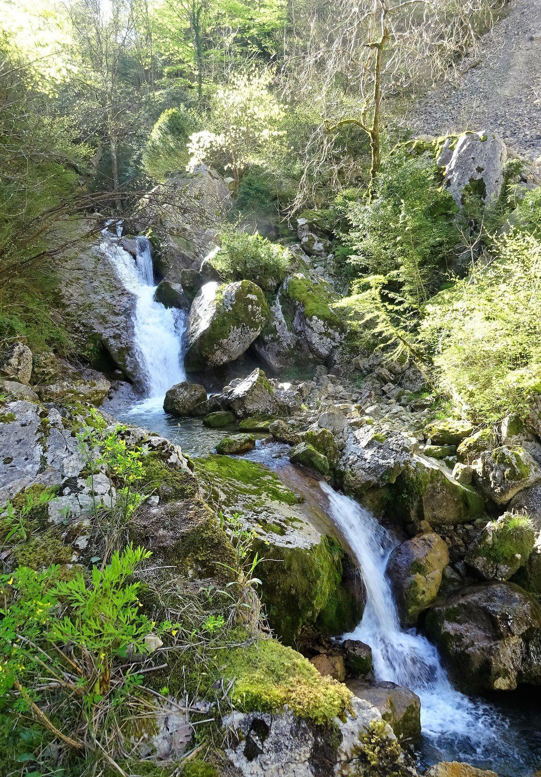 """Nous suivons la rivière du Nant qui """" cascade """" beaucoup !"""