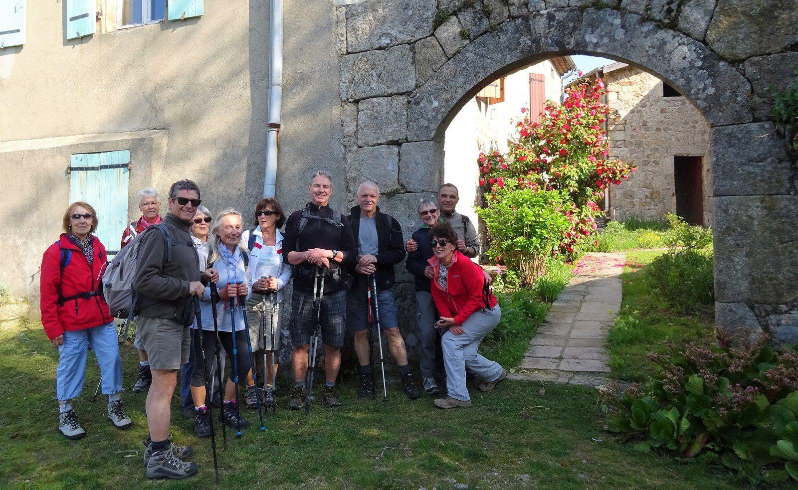 12 randonneurs aujourd'hui pour une boucle à la journée en partant de la mairie de St Maurice en Chalencon.