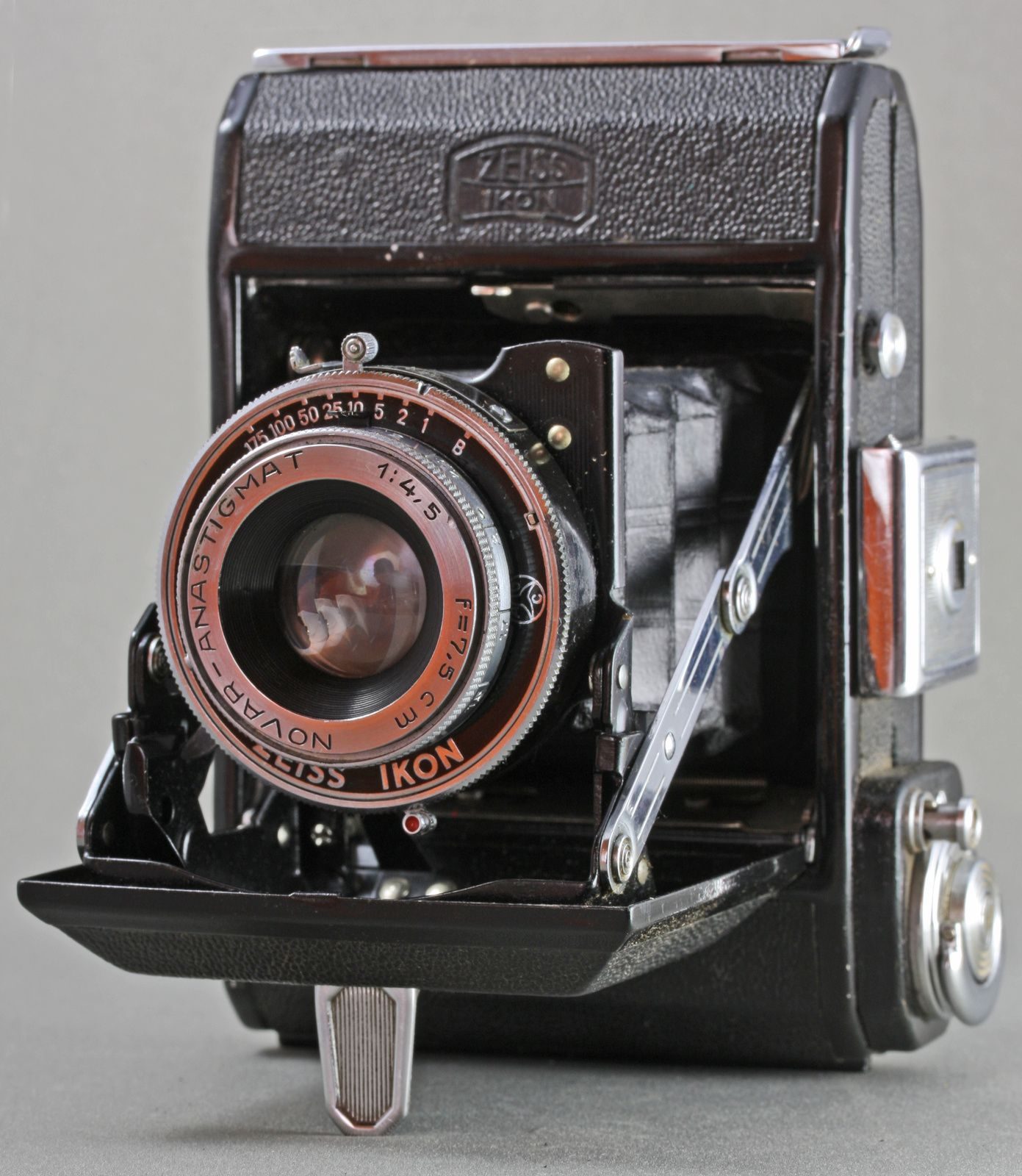Nettar 516 de 1944. Novar 4,5 sur Klio 175.