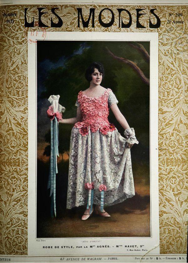 Maurice de Waleffe « Autour de la mode » in Les Modes : revue mensuelle illustrée des arts décoratifs appliqués à la femme n°209 d'octobre 1921.