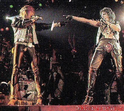 Alice Cooper feat. Axl Rose &amp&#x3B; Slash &quot&#x3B;Under My Wheels&quot&#x3B;