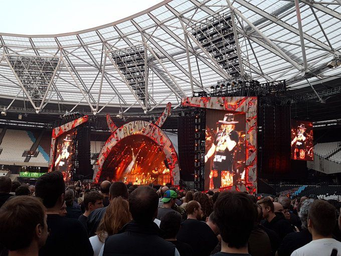AC/DC (With Axl Rose)- Live At Londres