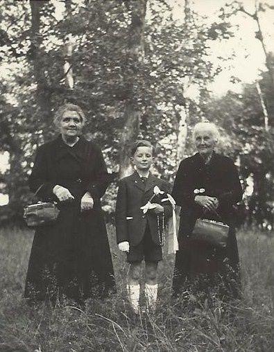 àgauche grand-mère Thillet et à droite grand-mère Charnay