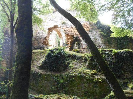 les restes du château de Marzac