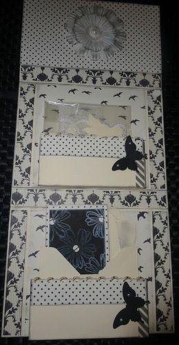 carte fermée , vue de l'intérieur avec ses pochettes et ses scrapbidules(petits présents pour le binôme)