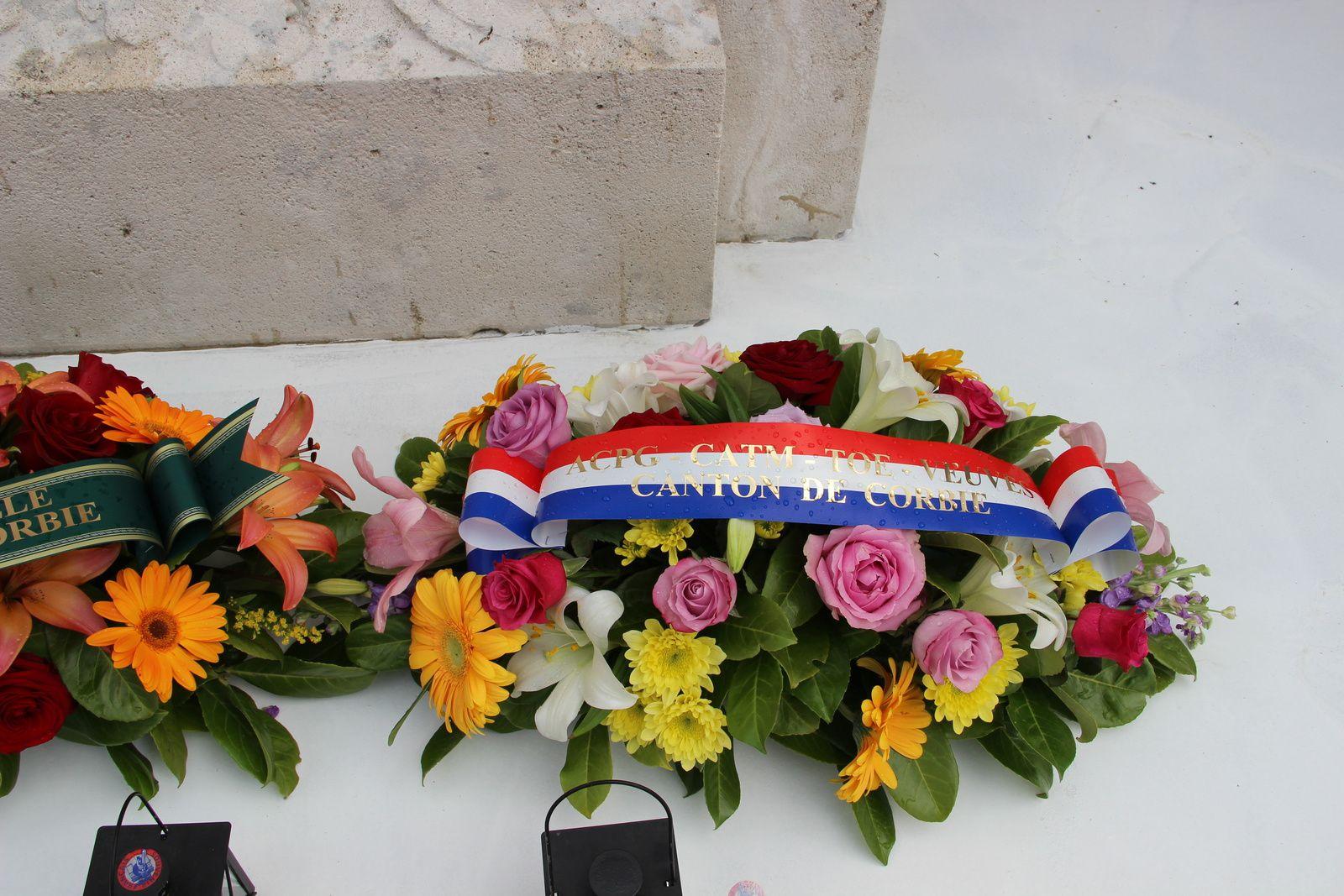 Le Souvenir Français de Corbie à la commémoration de souvenir des victimes de déportation dans les camps de concentration au cours de la guerre 39-45