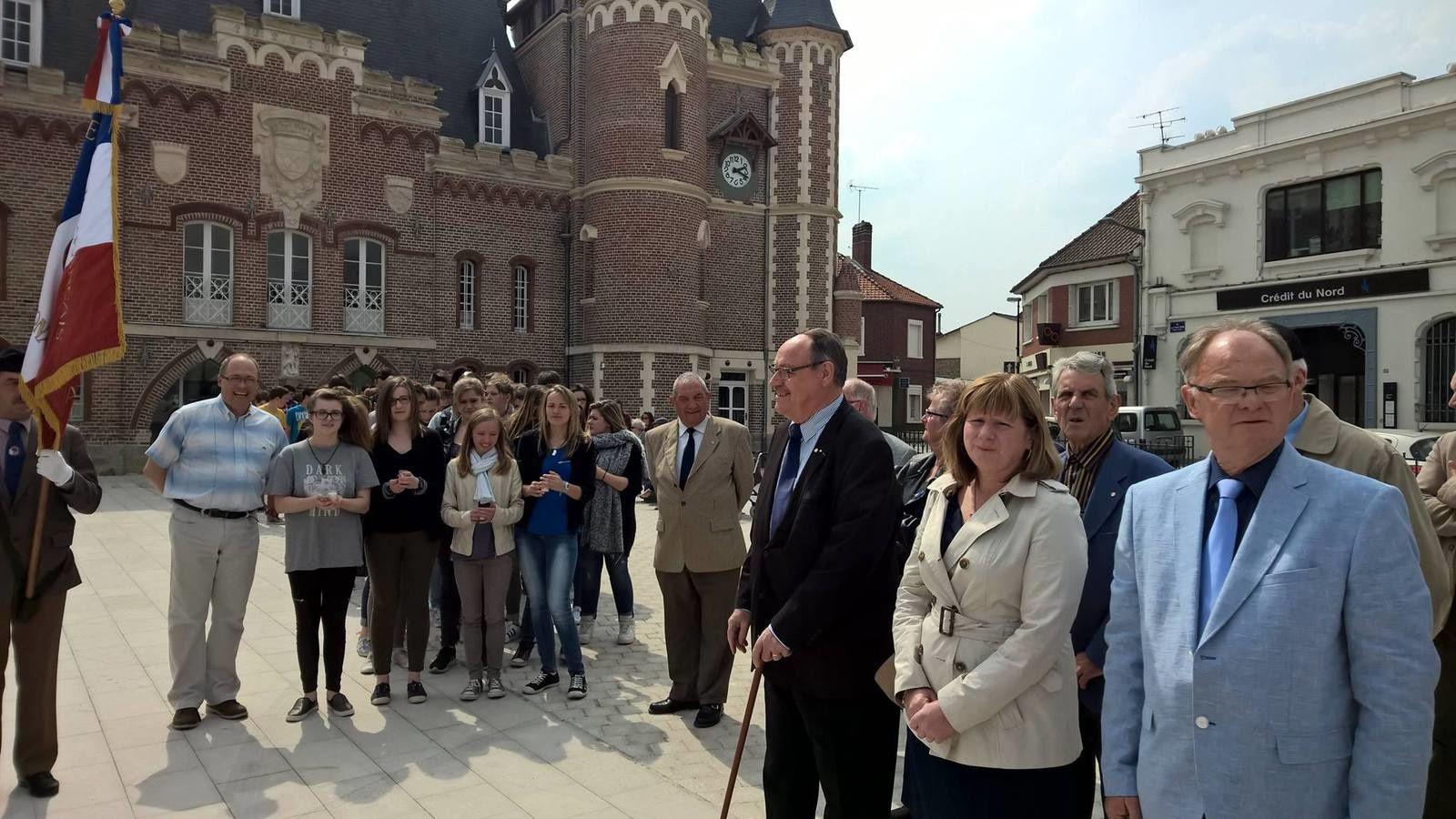 Commémoration du souvenir des victimes et des héros de la déportation de la guerre 39-45 avec les élèves de St-Colette organisé par le Souvenir Français de Corbie et le collège St-Colette.