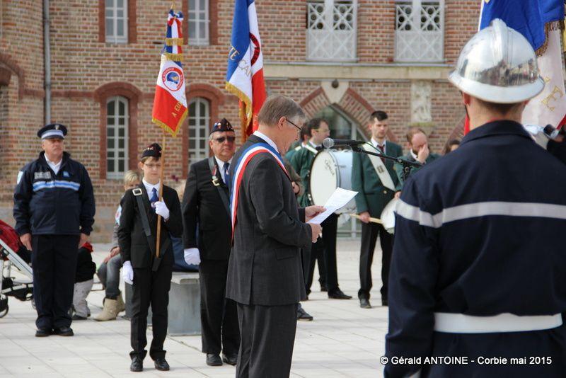 Francis et Gabriel nos porte drapeaux et dépôt des bougies par les enfants et adhérents