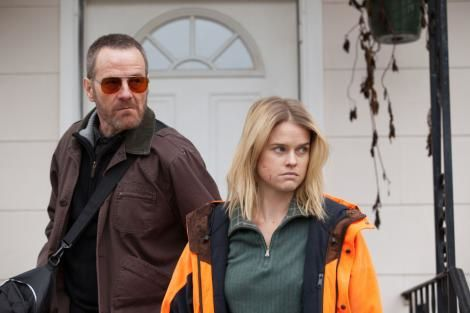 Cold Comes the Night (BANDE ANNONCE VO 2013) avec Alice Eve, Bryan Cranston, Logan Marshall-Green