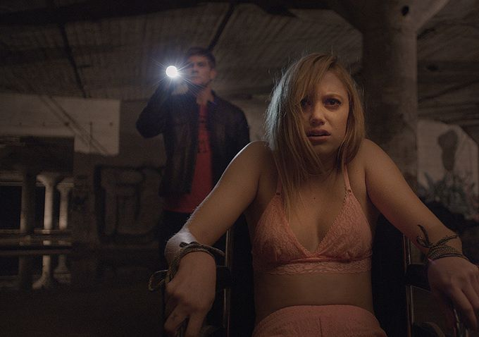 IT FOLLOWS (BANDE ANNONCE VF et VOST) avec Maika Monroe, Heather Fairbanks, Keir Gilchrist - 04 02 2015
