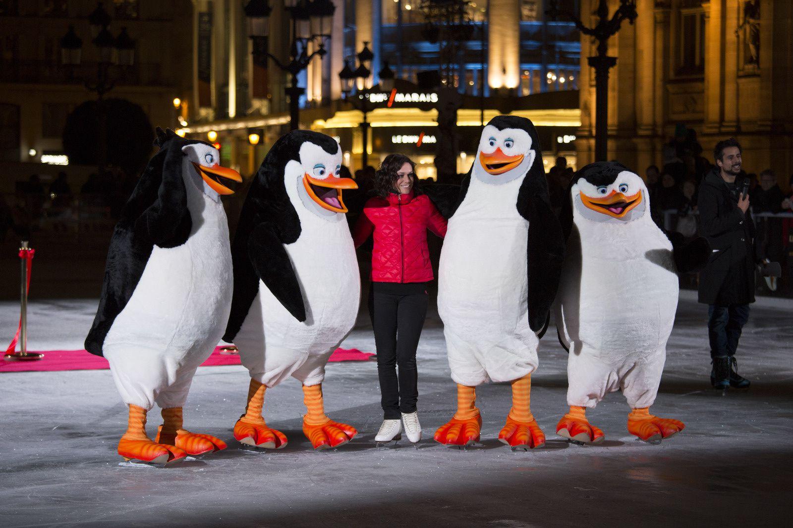 Les Pingouins de Madagascar et Nathalie Péchalat inaugurent la patinoire !