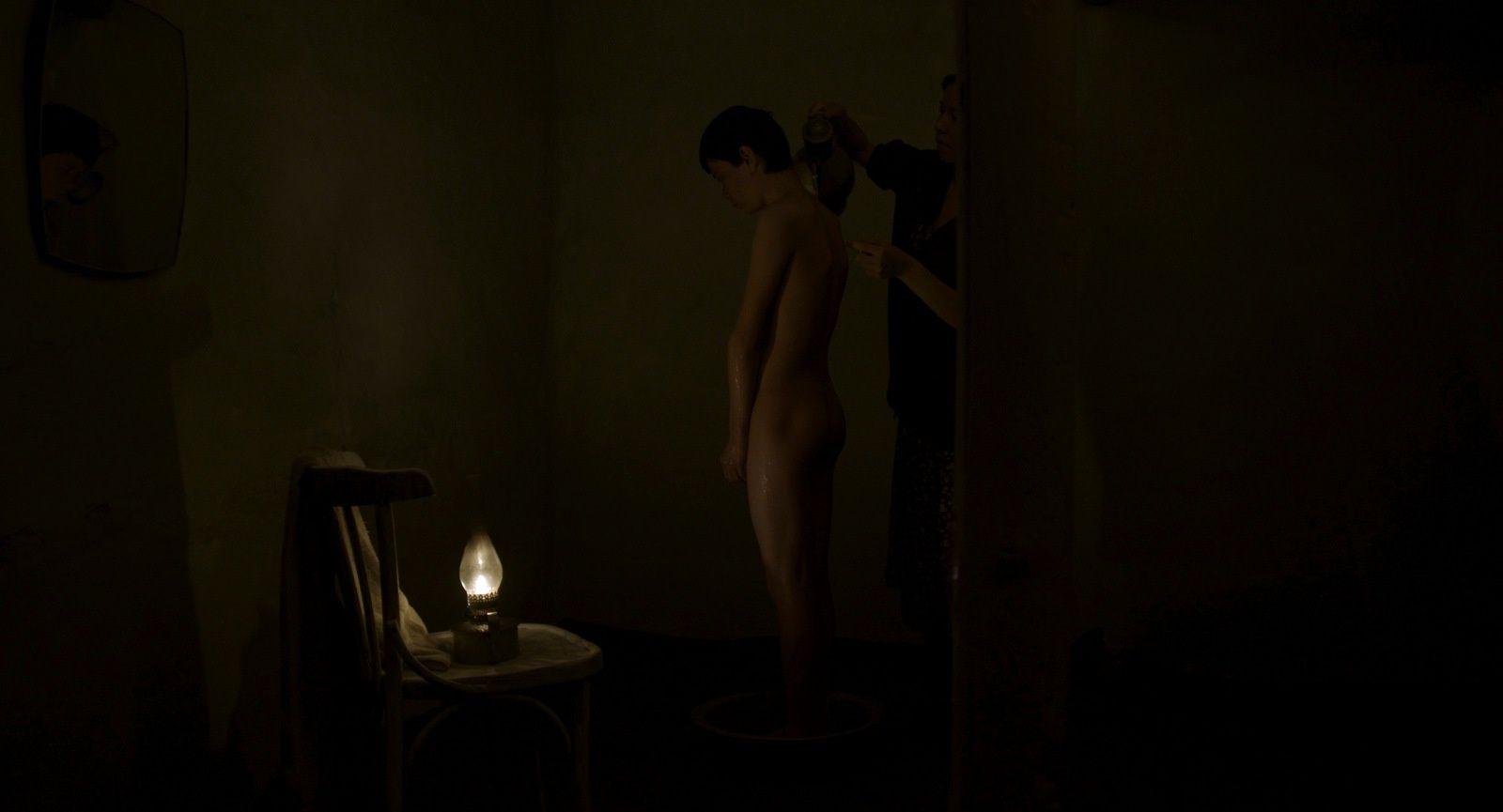 L'Ange blessé (BANDE ANNONCE VOST) de Emir Baigazin - Le 11 mai 2016 au cinéma (Ranenyy Angel)