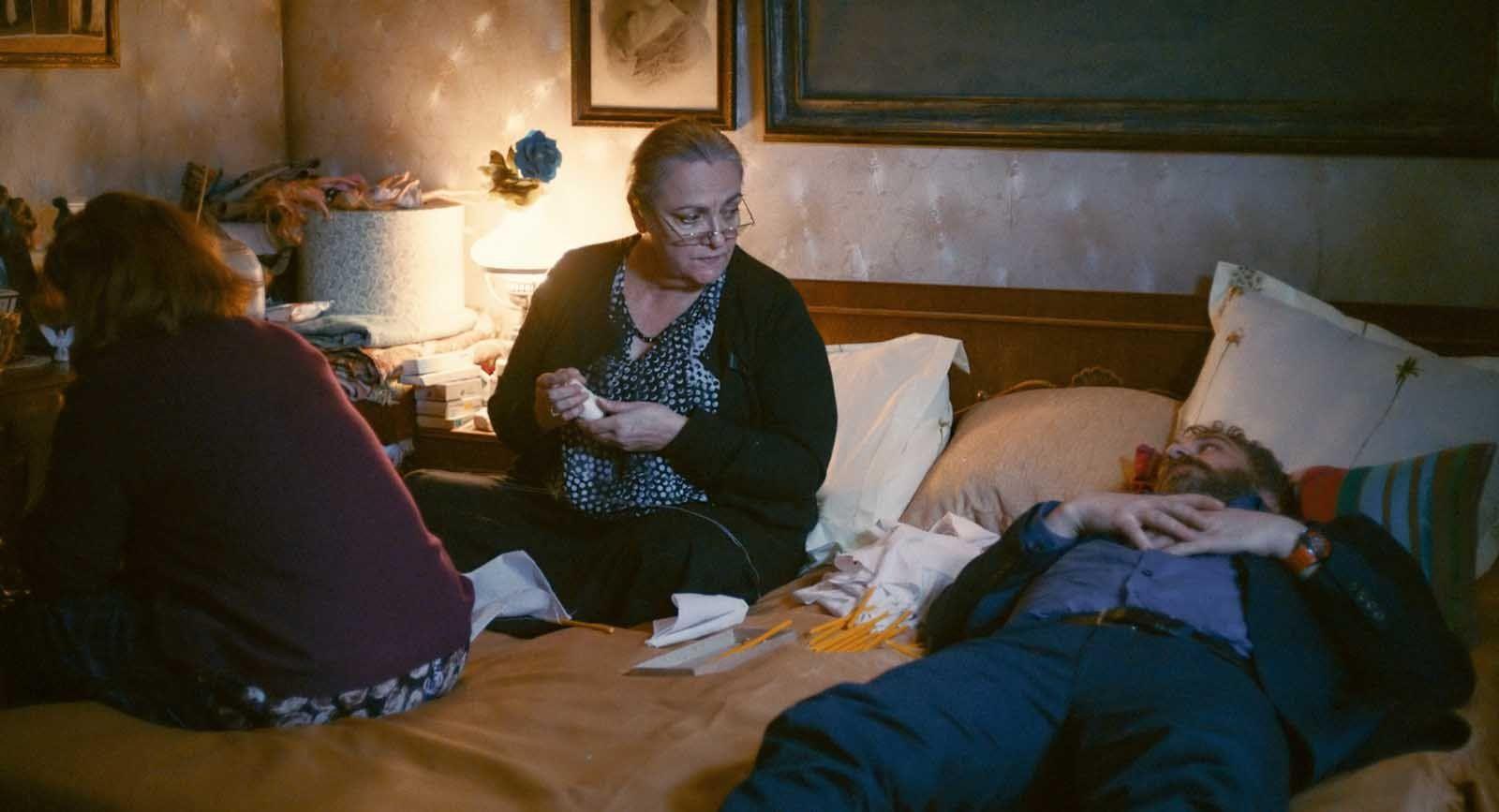 Sieranevada (BANDE ANNONCE VOST + 2 EXTRAITS VOST) de Cristi Puiu - Le 3 août 2016 au cinéma