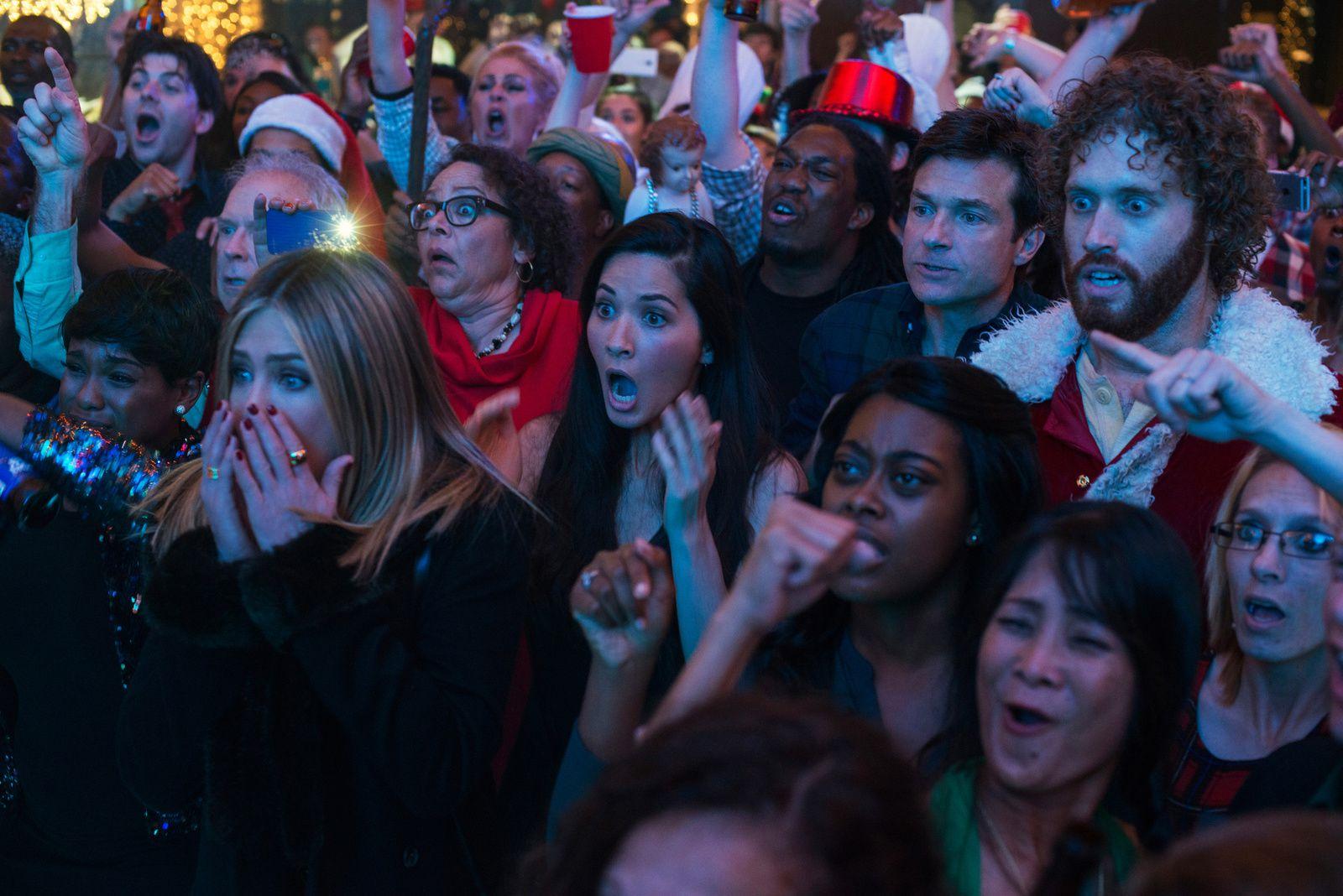 JOYEUX BORDEL (BANDE ANNONCE VF et VOST) avec Jennifer Aniston, T.J. Miller  et Jason Bateman - Au cinéma le 21 décembre 2016 (Office Christmas Party)