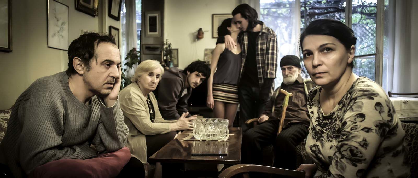Une famille heureuse (BANDE ANNONCE) avec Ia Shugliashvili, Merab Ninidze - Le 10 mai 2017 au cinéma