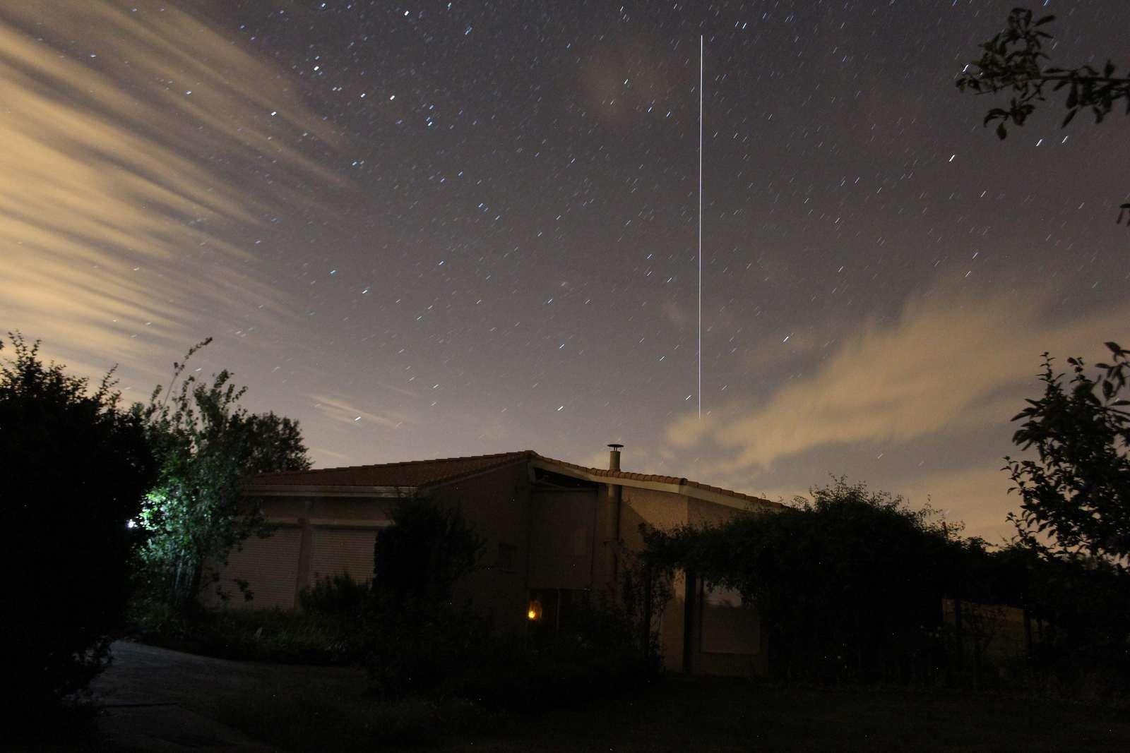 Passage de la station spatiale internationale au dessus de la maison.