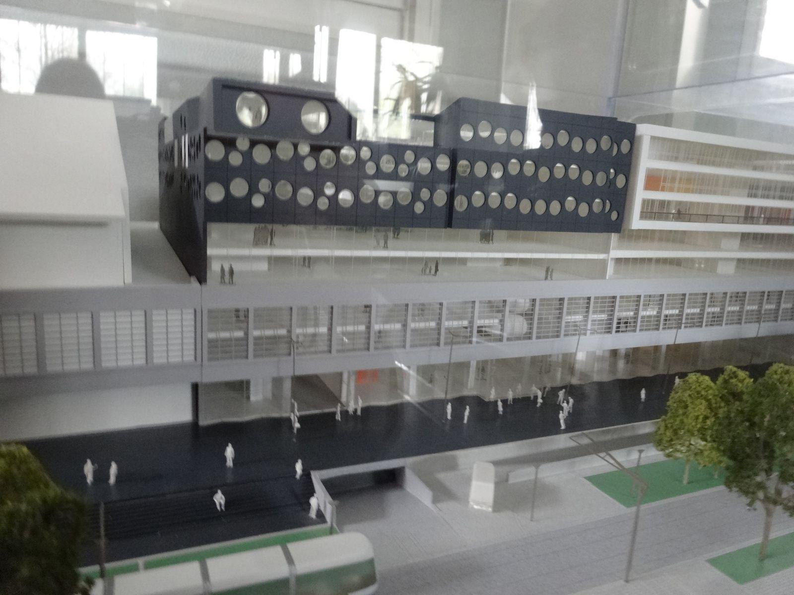 Entrepôt Macdonald : les acteurs de l'opération (maitre d'ouvrage, architectes, entreprises...) et la maquette du site - Photos ASA PNE