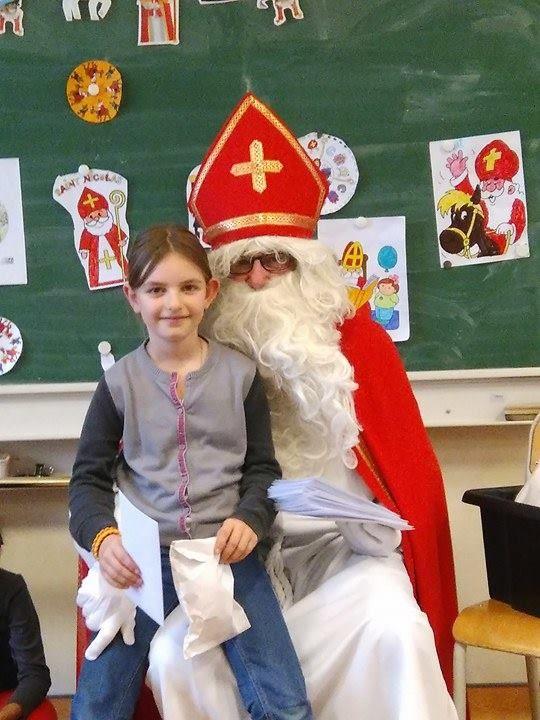 La visite de St Nicolas, le patron des écoliers dans notre classe !