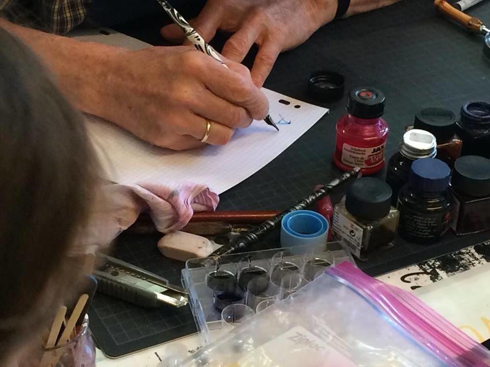 L'atelier de calligraphie de Monsieur Claude Delvigne