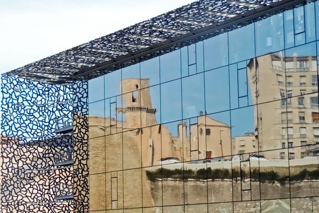 Maquette du fort St Jean et du Mucem, le fort St Jean, La chapelle St Jean, immersion dans le monde des marionnettes et du cirque, découverte du Mucem conçu par Rudy Ricciotti et regard sur la villa Méditerranée.