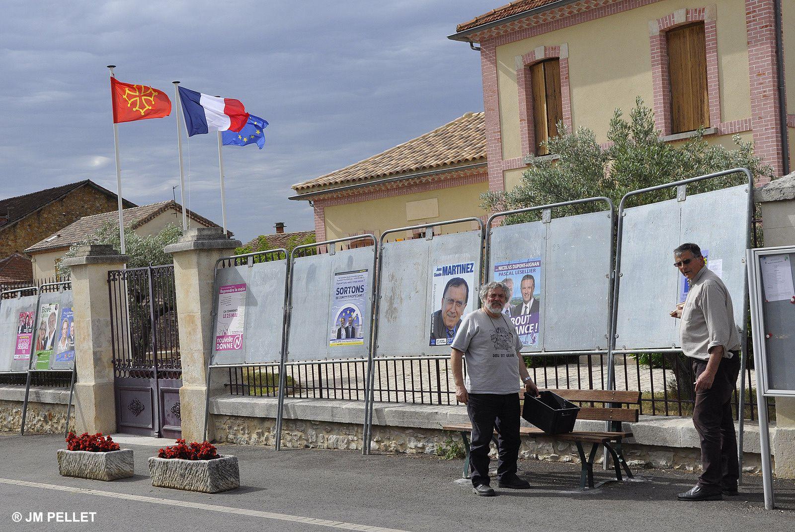 à Saint-Pons-la-Calm le drapeau occitan flotte fièrement
