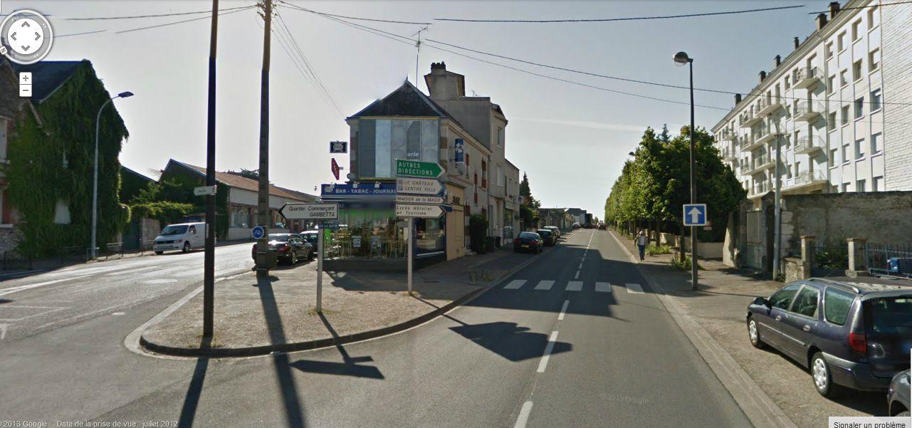 Blois Gambetta avenue de la Butte - Qui est capable de lire dix panneaux en même temps pour trouver son chemin ?