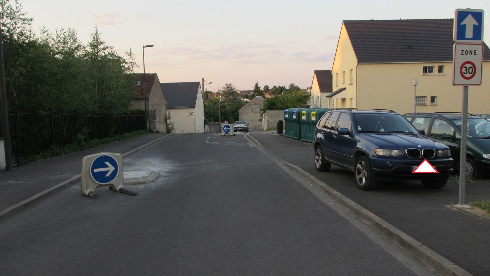 """Des rues en sens uniques ont été classés en """"zone 30"""". La réglementation n'a pas été respectée: depuis 2008 la règle est celle du  double sens cyclable, avec mise au norme des anciennes zones 30 avant juillet 2010,  ou prise éventuelle d'un arrêté motivé."""