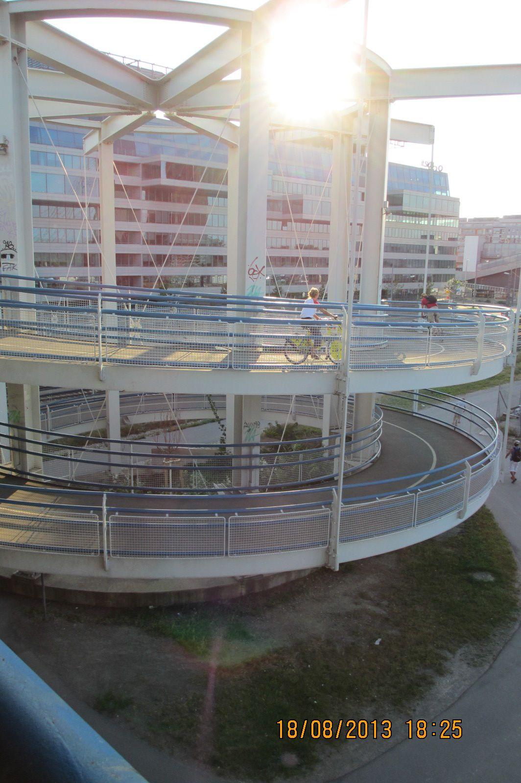 VIenne avec des aménagements cyclables de qualité le long du Danube (Eurovélo6)