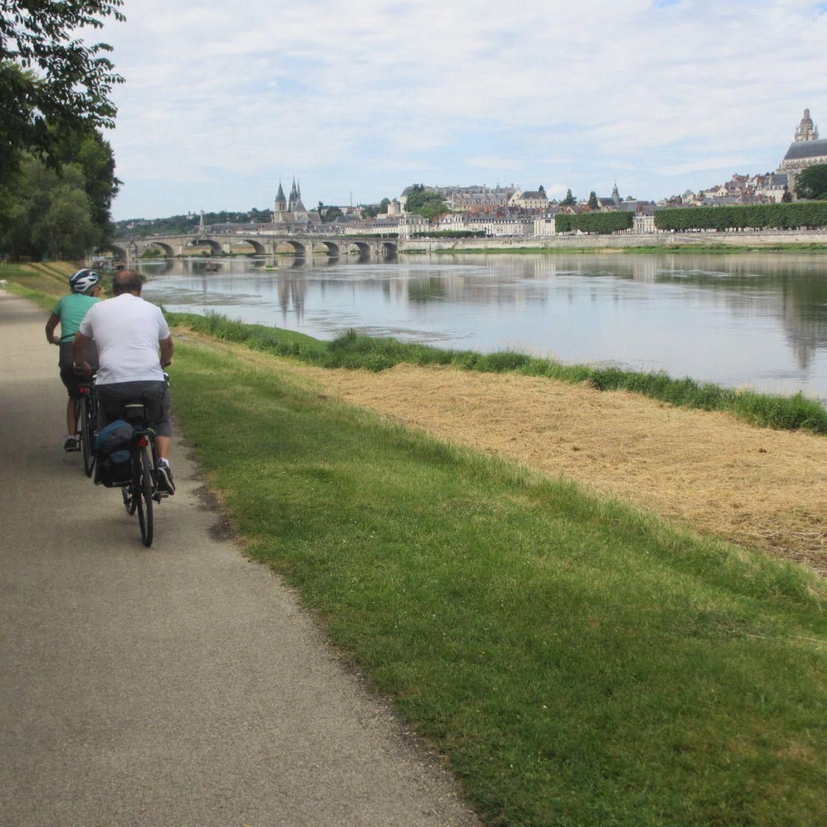 Le paradis des cyclistes en quelque sorte, au près près du fleuve royal...
