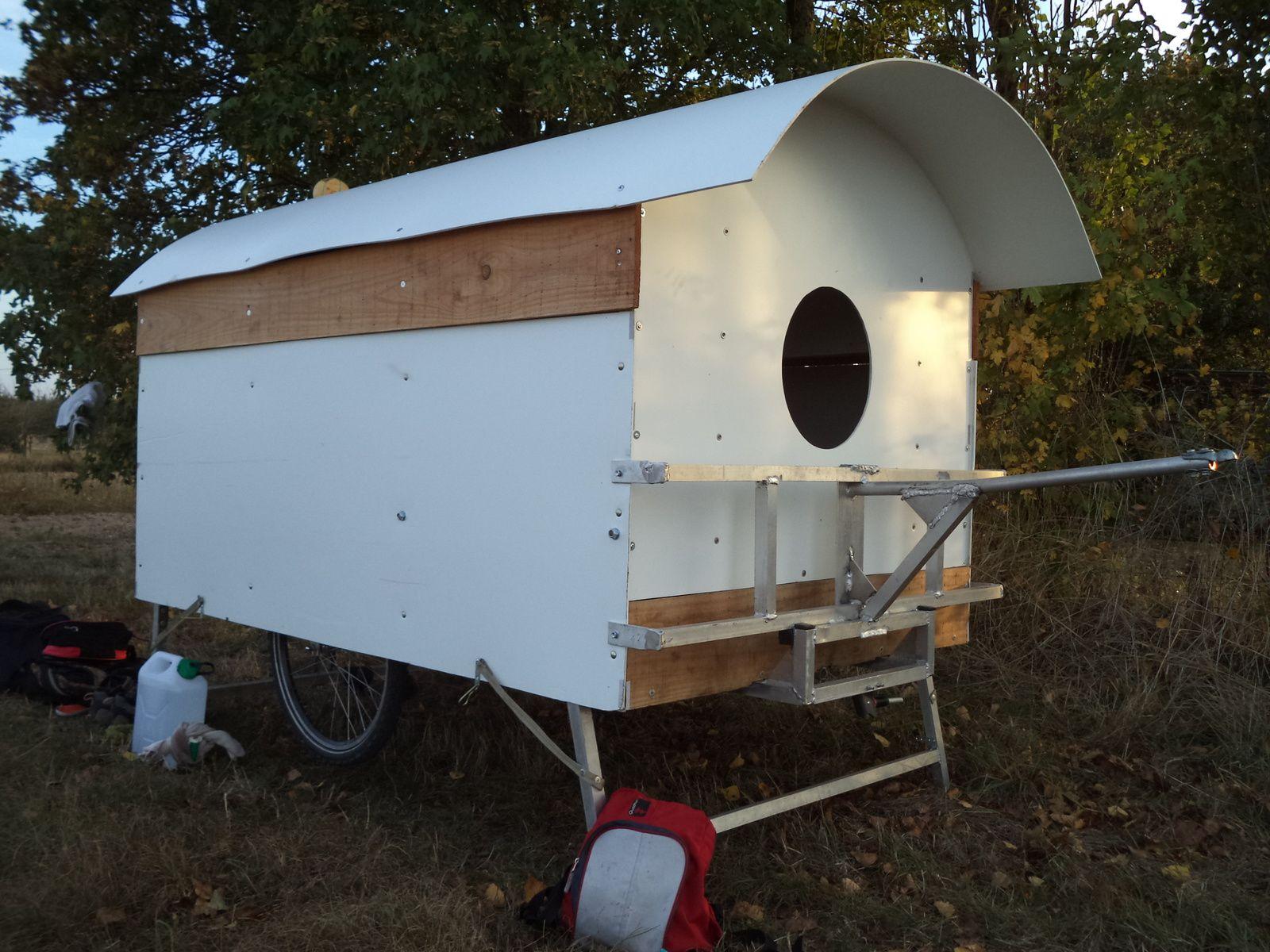 amnager sa caravane best charet with amnager sa caravane un rideau en macram pour habiller le. Black Bedroom Furniture Sets. Home Design Ideas