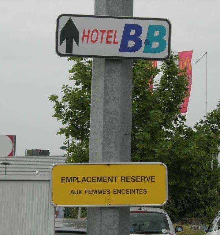 Hôtel B&B - emplacement réservé aux femmes enceintes