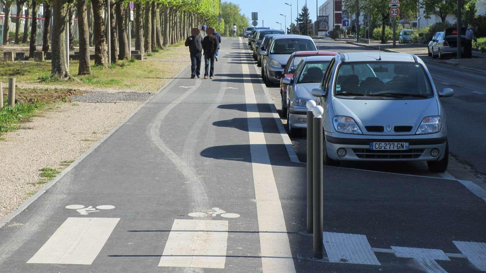 Quand la ville attribue ses trottoirs exclusivement aux cyclistes, que reste-t-il aux piétons ?