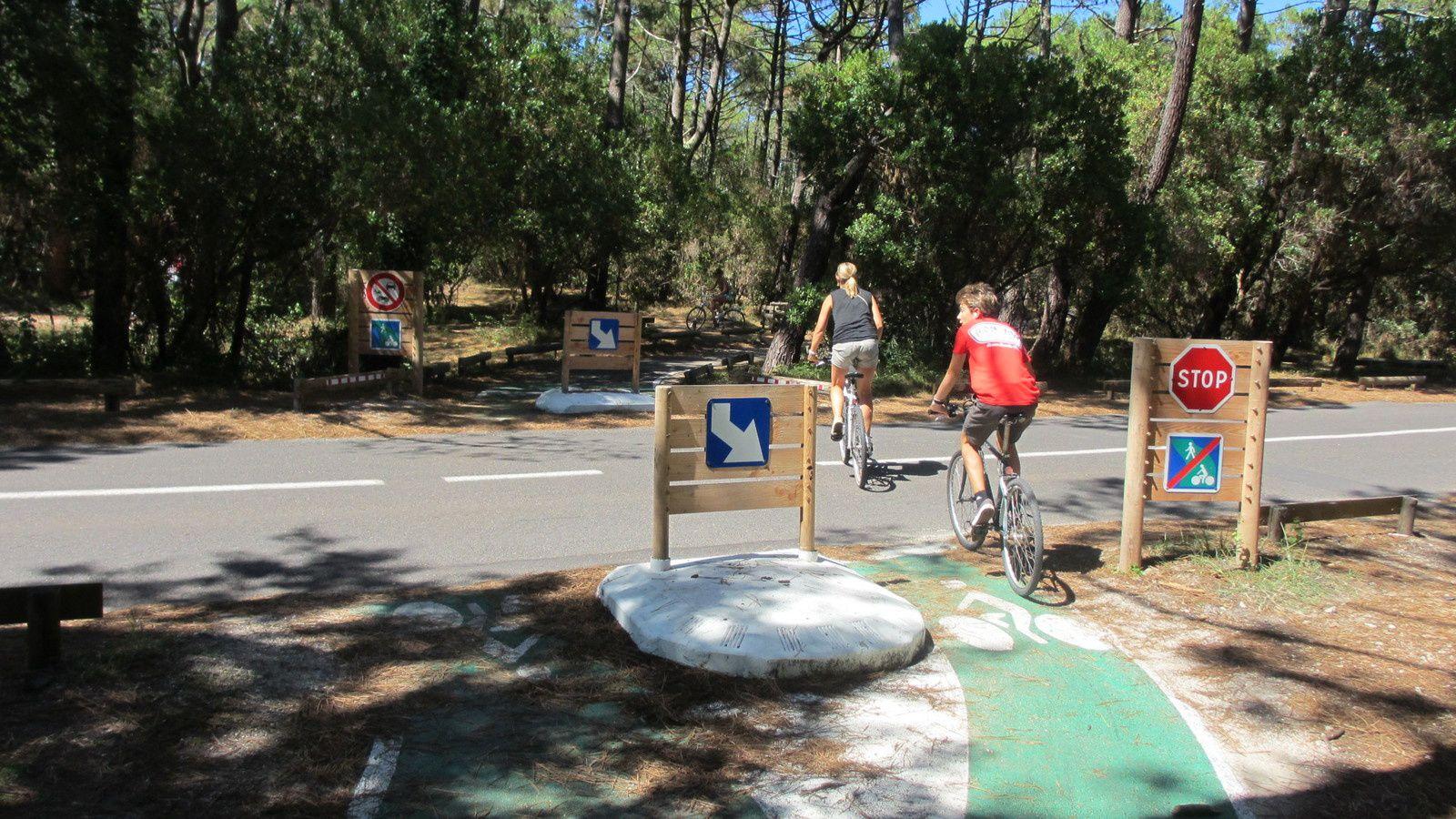 Les croisements entre les pistes cyclables et les routes départementales sont bien matérialisés dans les landes.