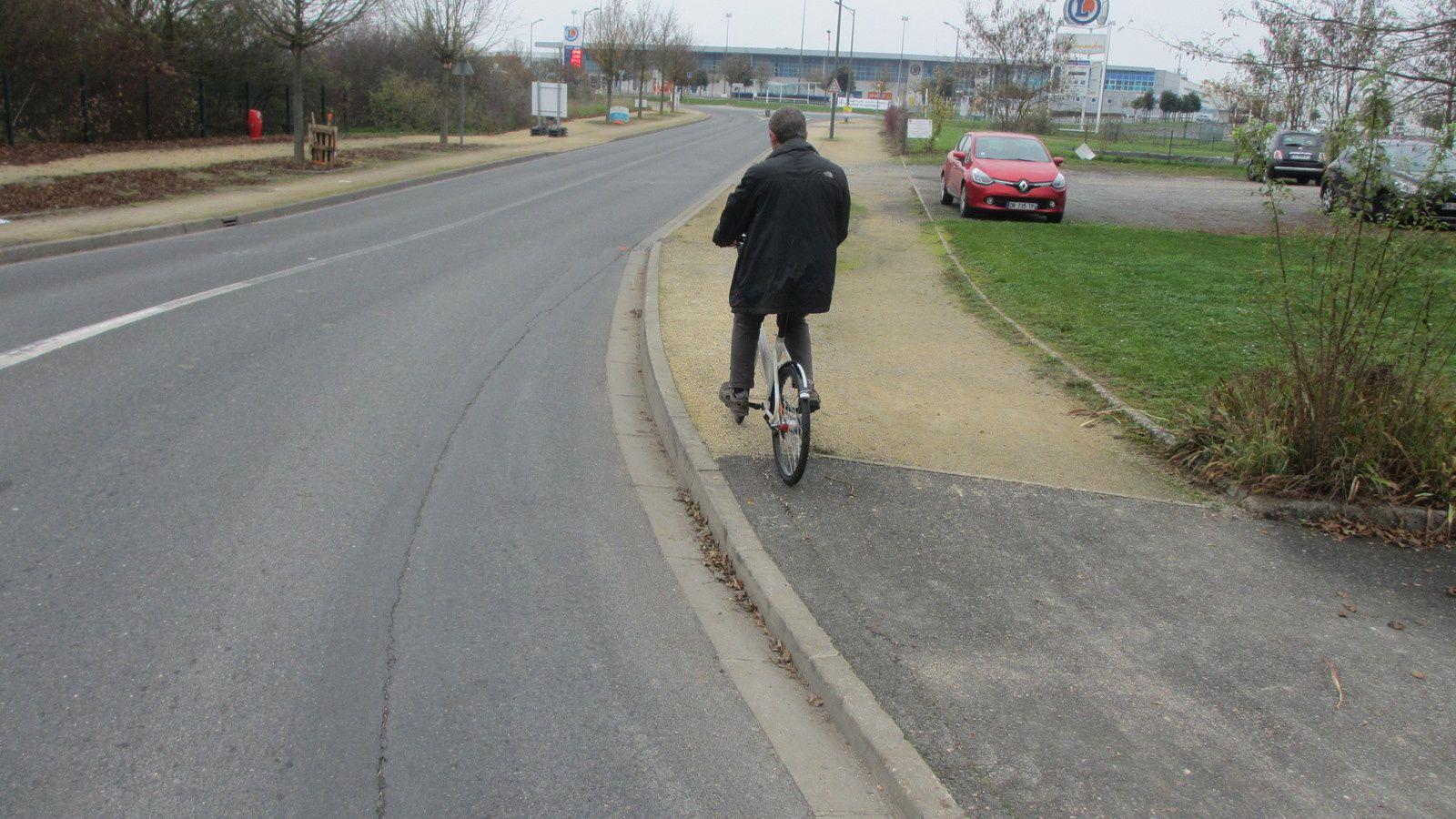 En novembre 2015 il n'y a plus de piste cyclable !