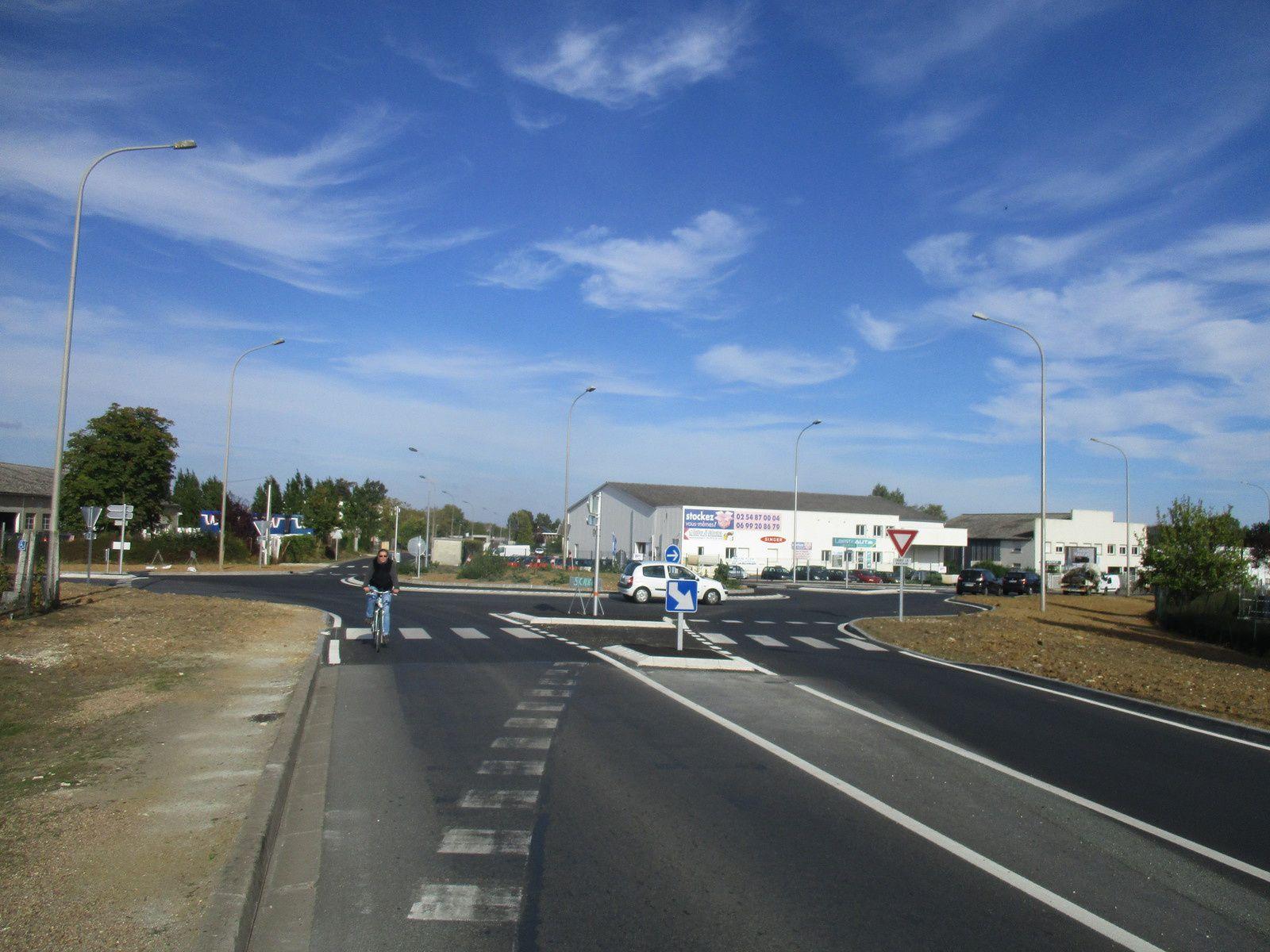 """un cycliste toutes les minutes sur la """"rue"""" André Boulle à Blois."""