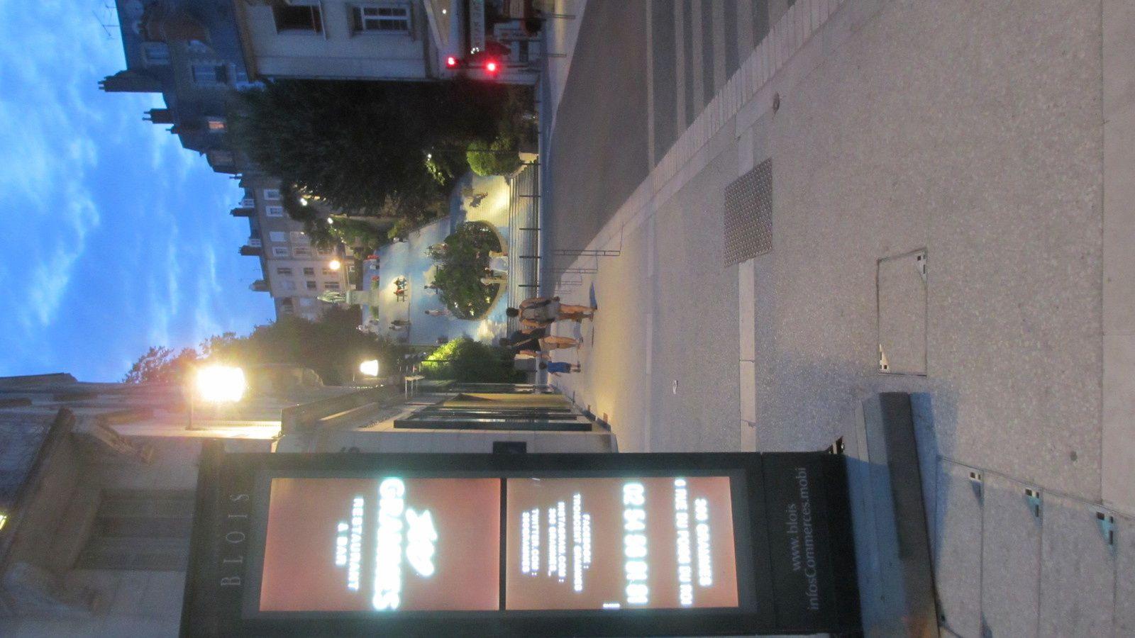 Blois - rue Denis Papin - en zone de rencontre - Le français est certes une langue difficile ! Mais à ce point ?