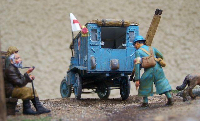 Un diorama avec une ford T ambulance d'un section sanitaire pendant la guerre 1914/1918 WW1