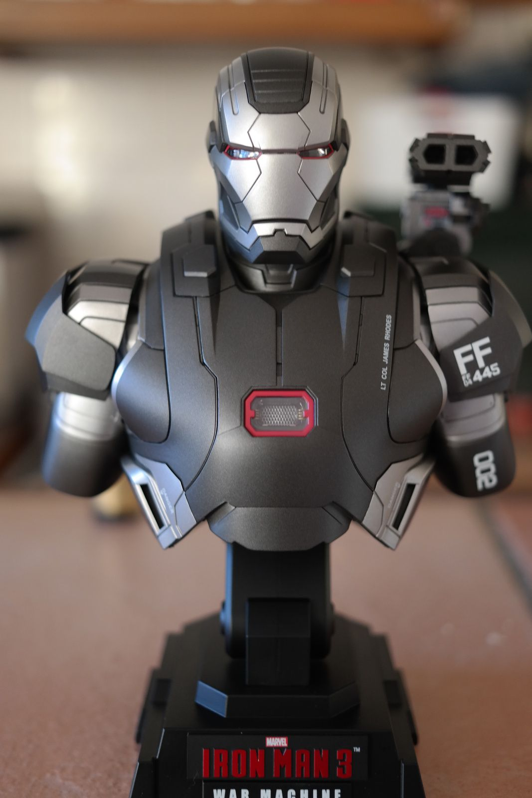 IRON MAN 3 BUSTE WAR MACHINE HOT TOYS