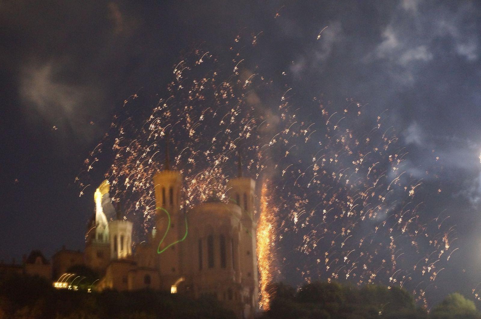 Comme une pluie d'étoiles sur la basilique de Fourvière