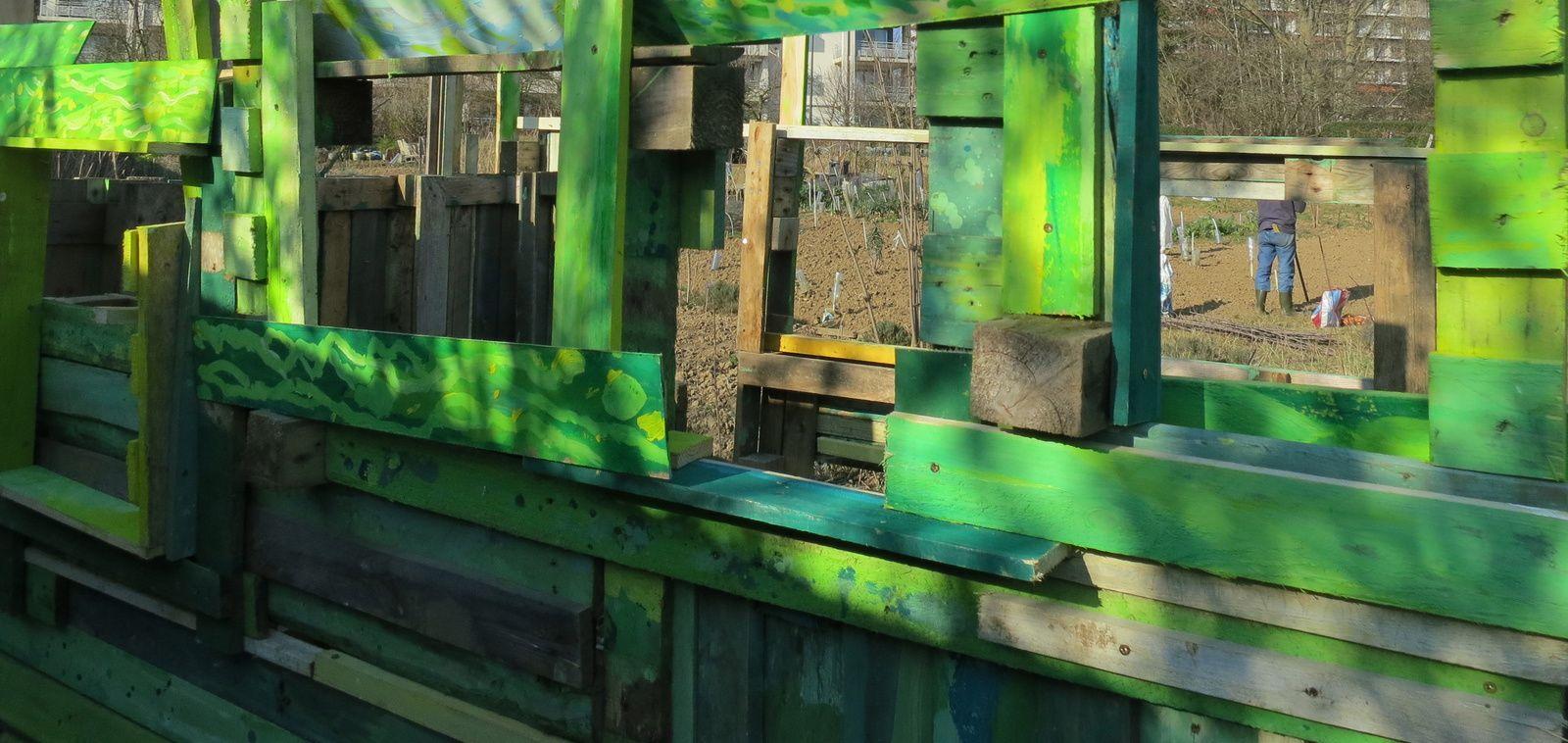 Une cabane dans le jardin chronique d 39 atelier g rard edsme - Cabane jardin atelier besancon ...