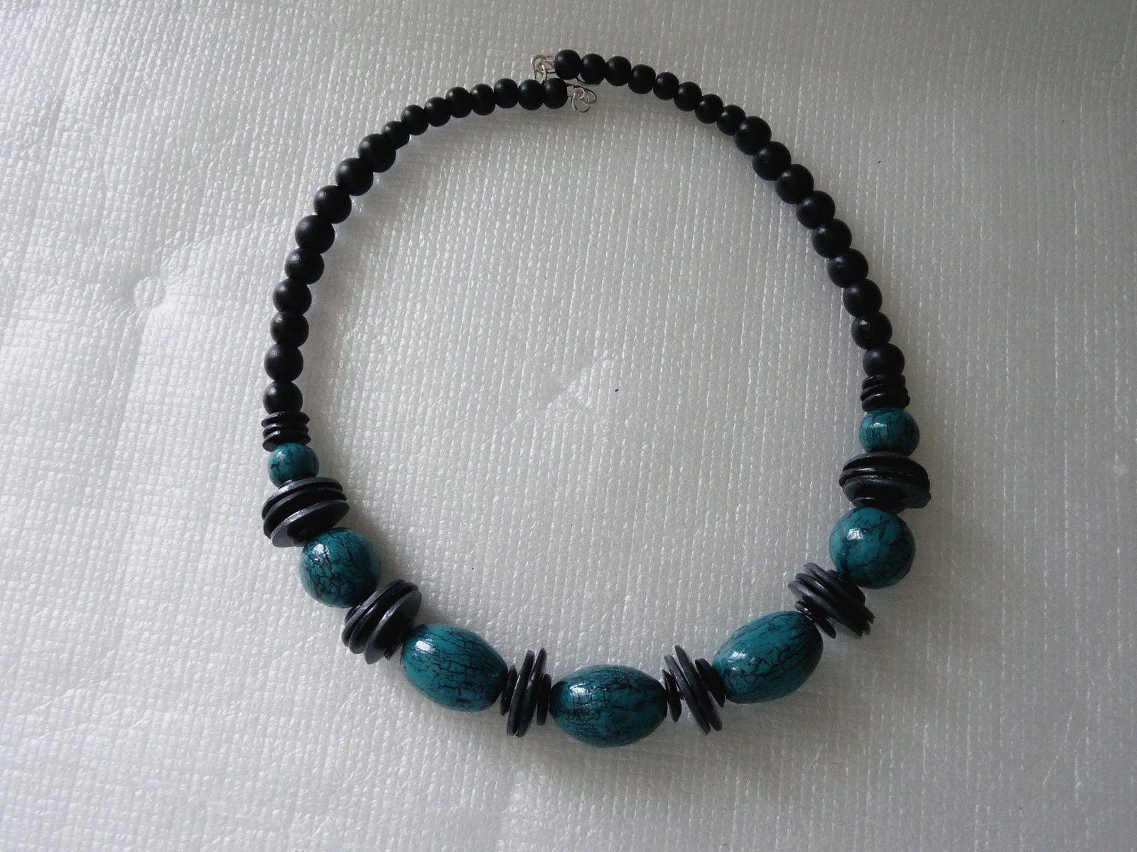Perles turquoise craquelées et perles disques noir et gris    18€