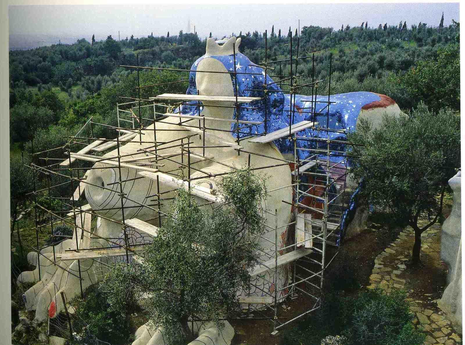 construction de l' imperatrice , sculpture dans laquelle N de st P. vecu plusieurs années avec sa famille
