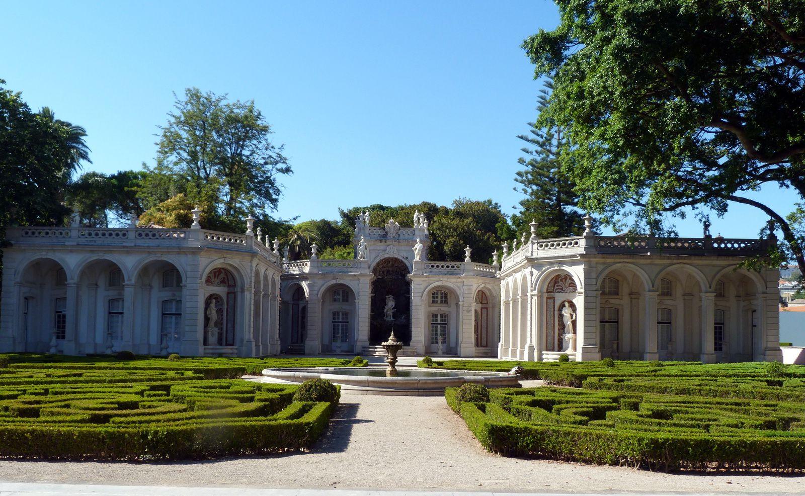 Visite du Palais de Belem et des jardins .