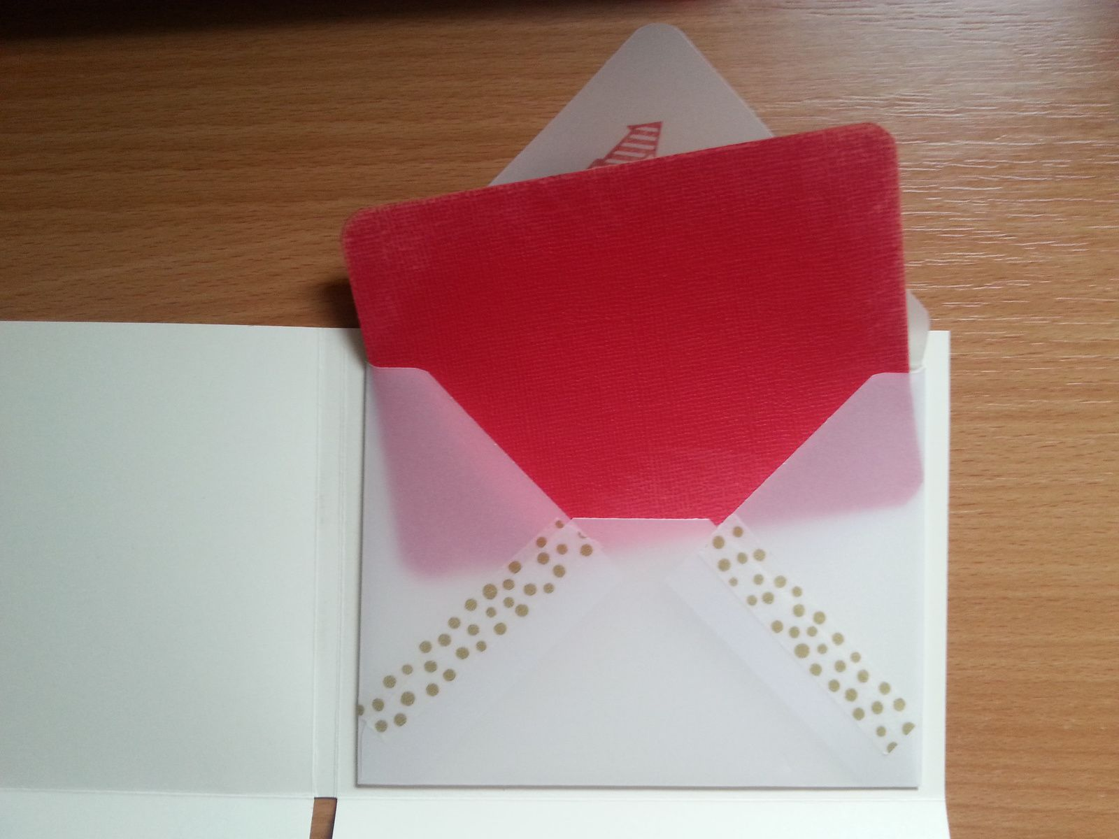 Mini album vanille et touches or et rouge