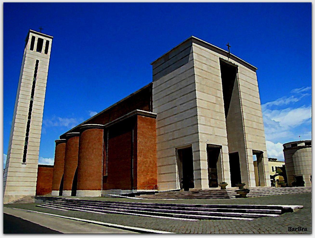 """Sabaudia -  In una Piazza di sapore """"metafisico"""", la Chiesa della Santissima Annunziata poggia su una larga base gradinata ... la torre campanaria, alta 46 metri e l'isolato battistero dalla forma cilindrica delimitano lo spazio"""