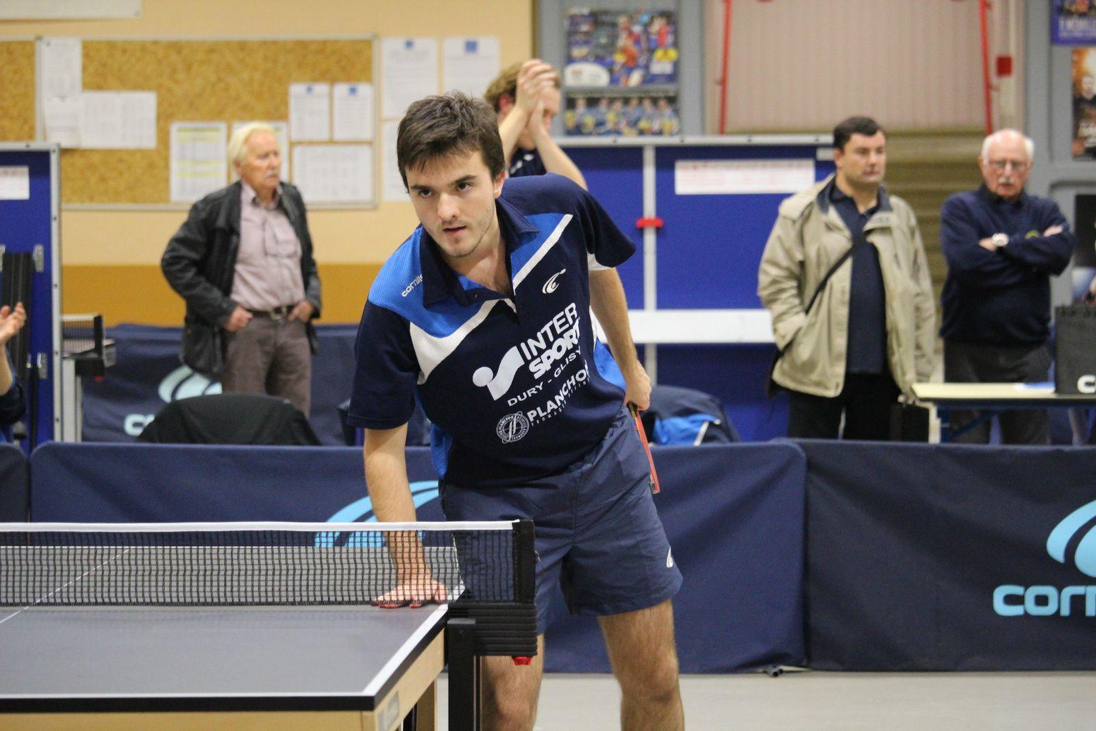 Raphaël s'incline contre Léo DE NODREST 3/0 (-7,-1,-6)