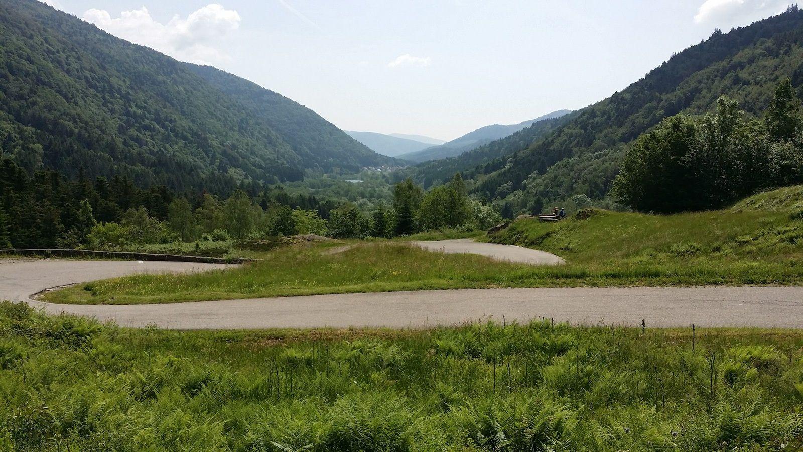 Après un second passage au sommet, je redescends vers Sewen. Ma voiture m'attend tout là-bas, à la sortie de la vallée. J'aurai réussi ma folle sortie