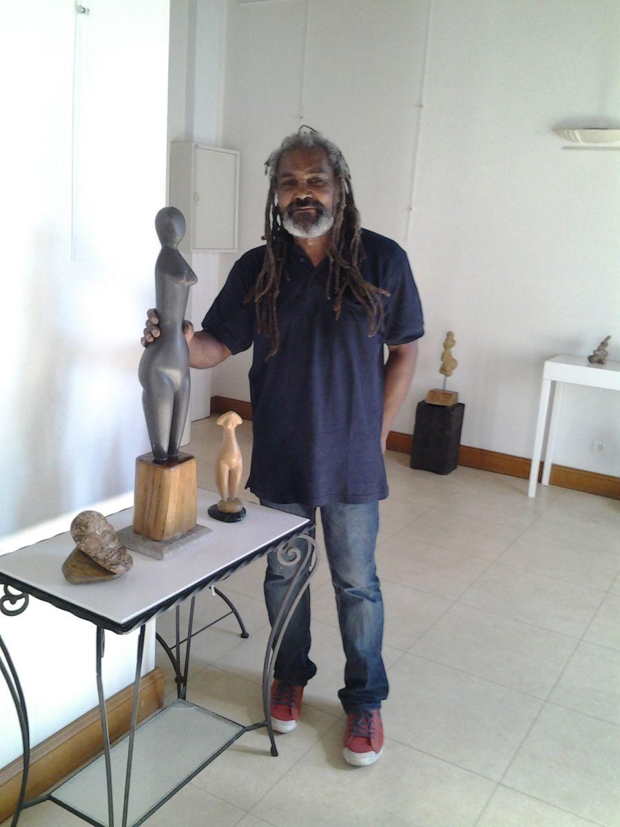 Louis Lacrosse et ses sculptures.